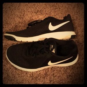 Size 6 NIKE Shoes